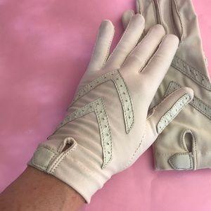 Vintage light cream one size gloves